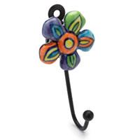 Zauberhafter Wandhaken mit farbenfroher Blumen-Dekoration
