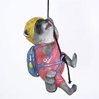 Der kletternde Waschbär – eine zauberhafte Deko-Figur!