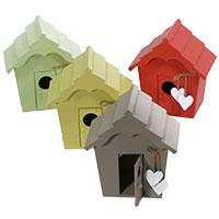 Holz-Vogelhaus mit Herzen